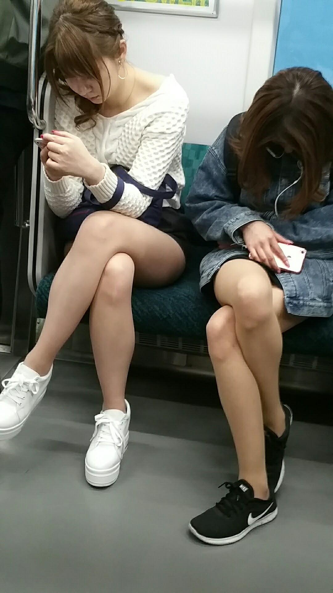美脚女性たちの下半身を隠し撮り!
