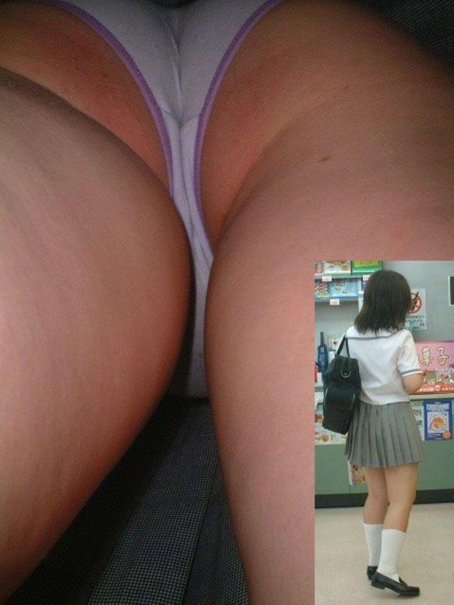 買い物中のJKのスカート内を盗撮!