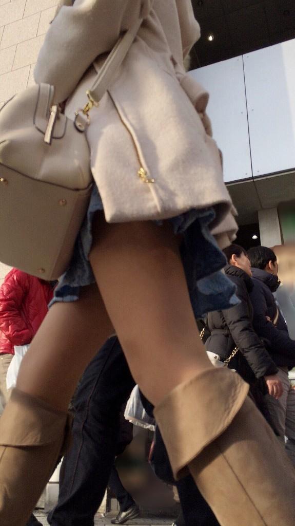 綺麗な足の女性を追跡しながら撮影!