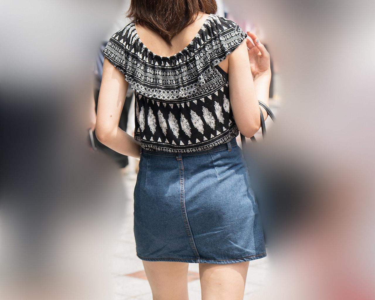 デニムミニスカ女性の美脚を接写撮り!