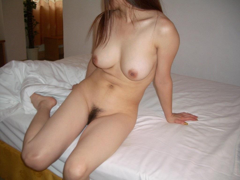 巨乳熟女の全裸ヌードが色っぽい!