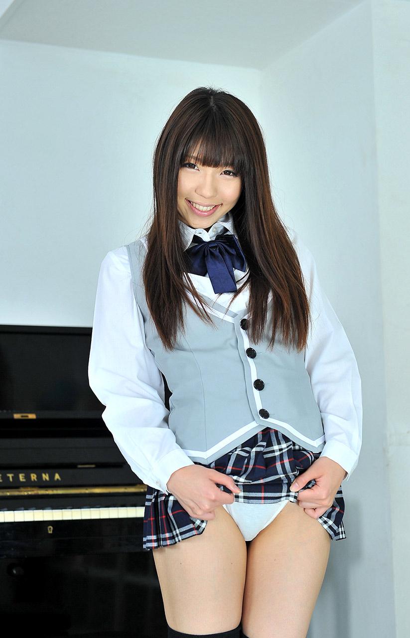 笑顔でパンツを見せる女子校生が可愛い!