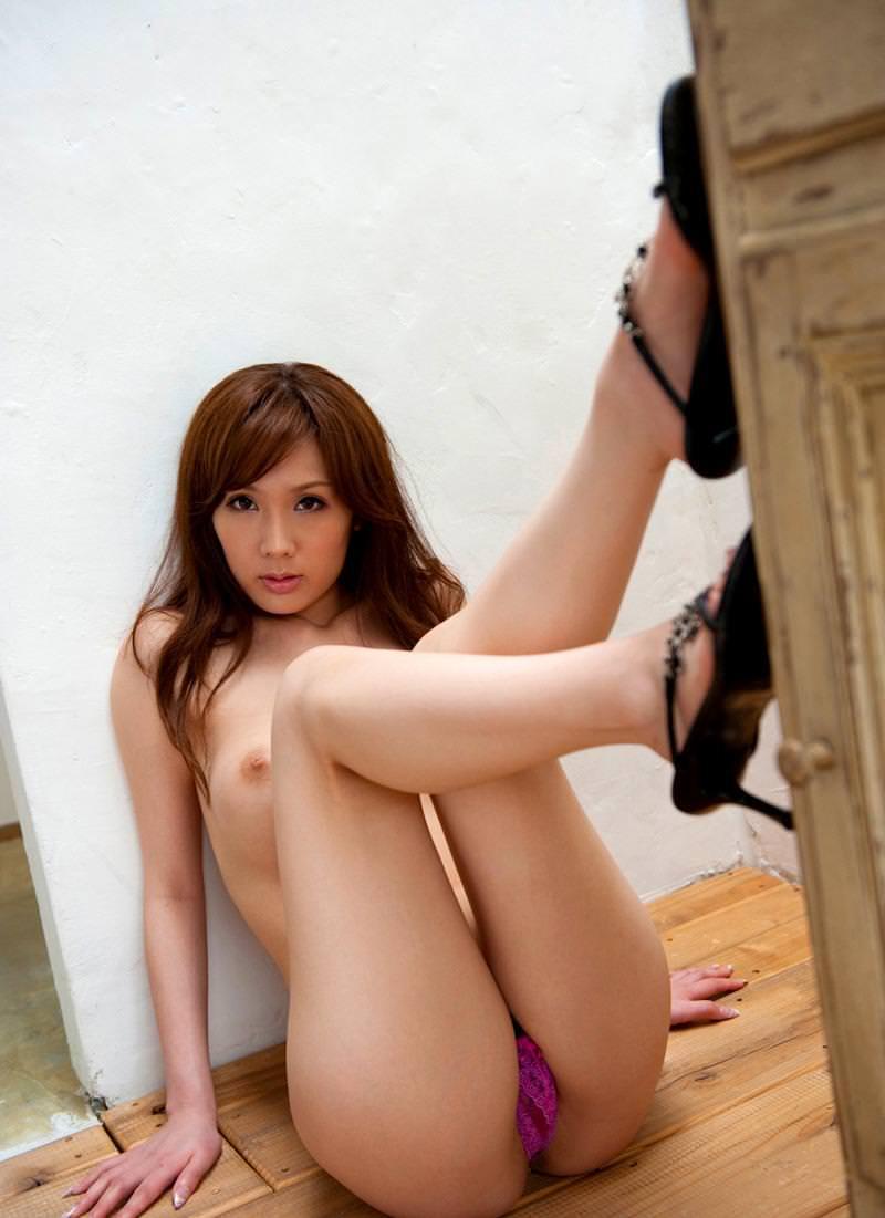 色気ある女性の美脚がたまらない!