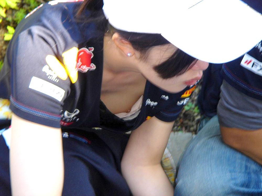 可愛い乳首を見事カメラに収めた!