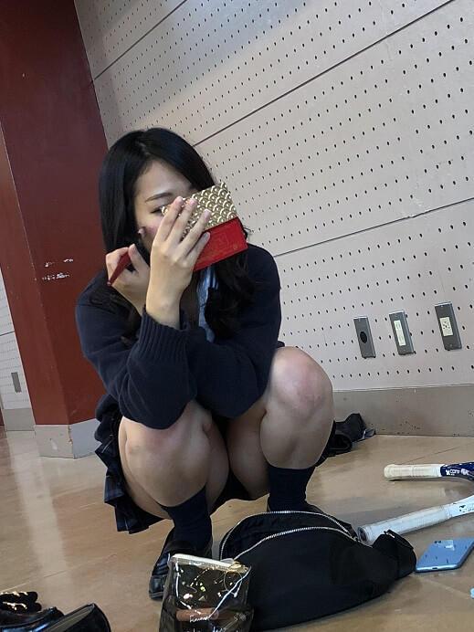 メイク中の女子校生のパンツを盗撮!
