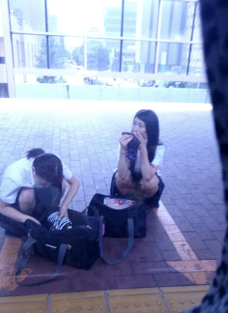激カワ女子校生のパンツをバッチリ捉えた!