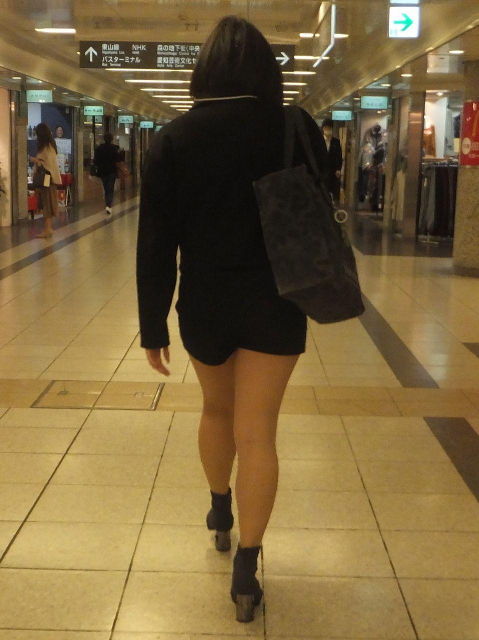 美脚女性を尾行して下半身を観察!