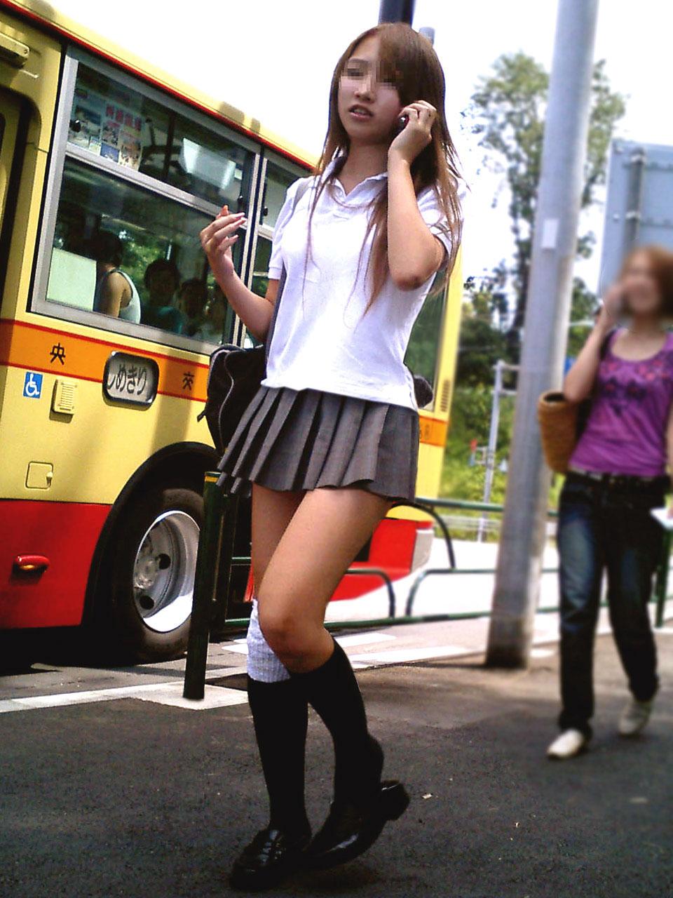 ギャル女子校生の美脚がセクシー!