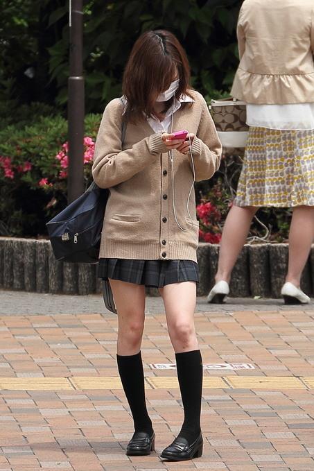 洗練された女子校生の美脚を見る!