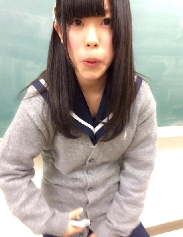 女子校生の変顔をアップで見る!