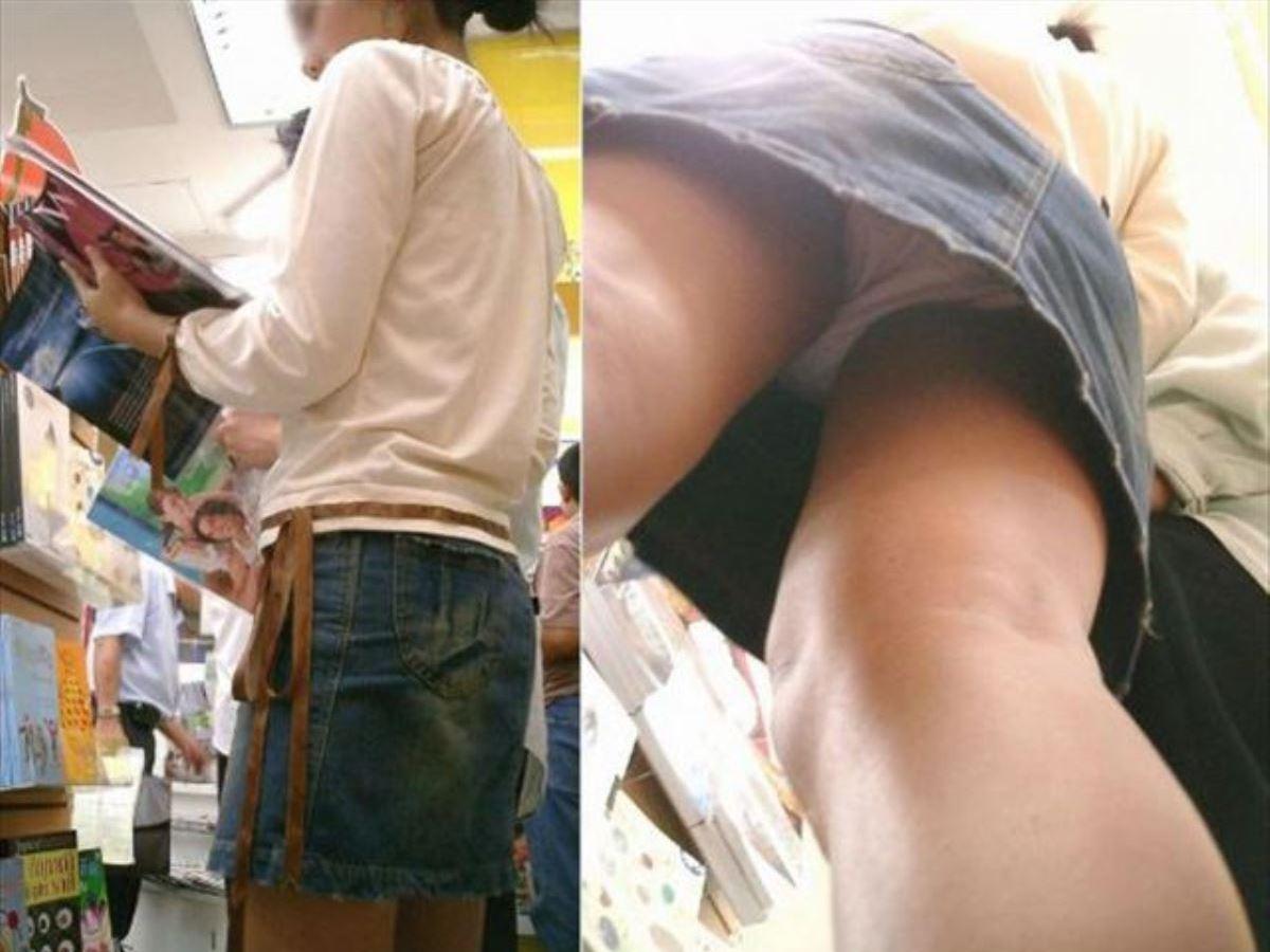 立ち読みする素人娘の下着を隠し撮り!