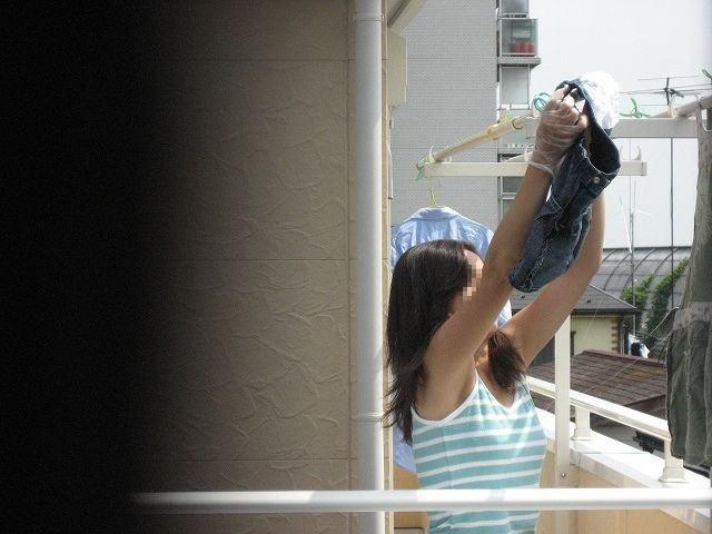 洗濯物を干してるだけなのにエロい!