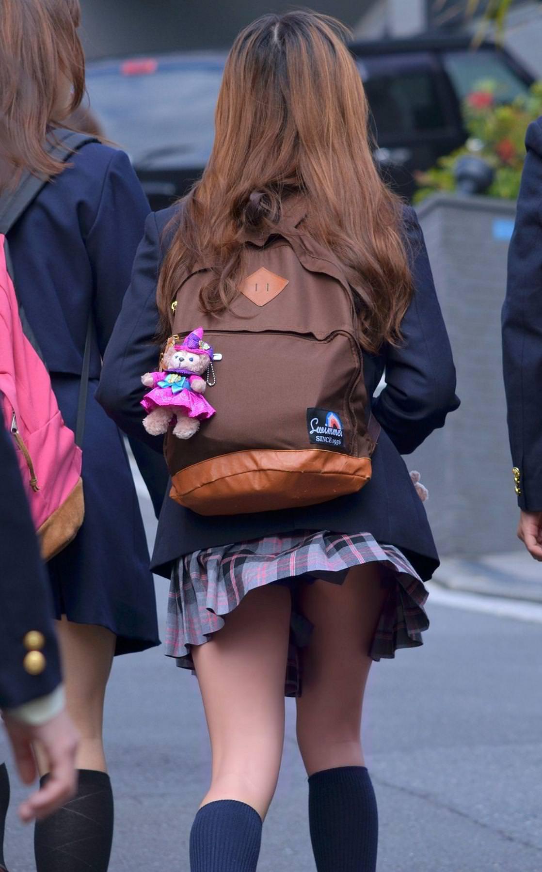 ギャル女子校生のパンツをゲット!