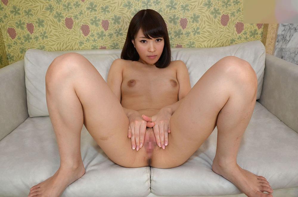 全裸女性が誘惑するようにマンコ見せ!