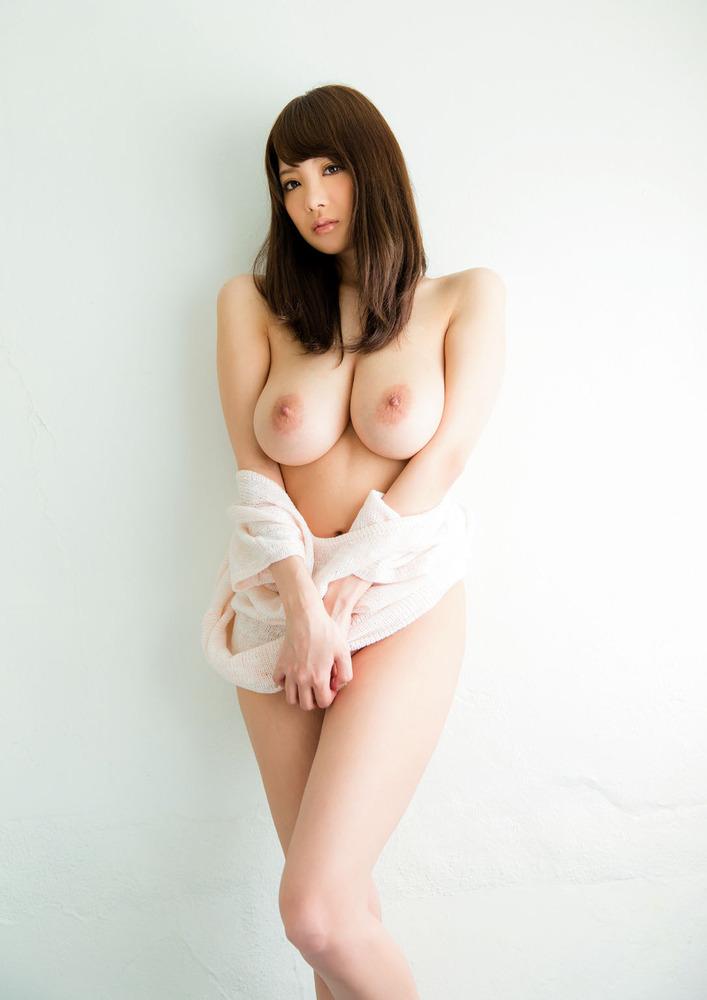 理想的な神乳の美人女性を発見!