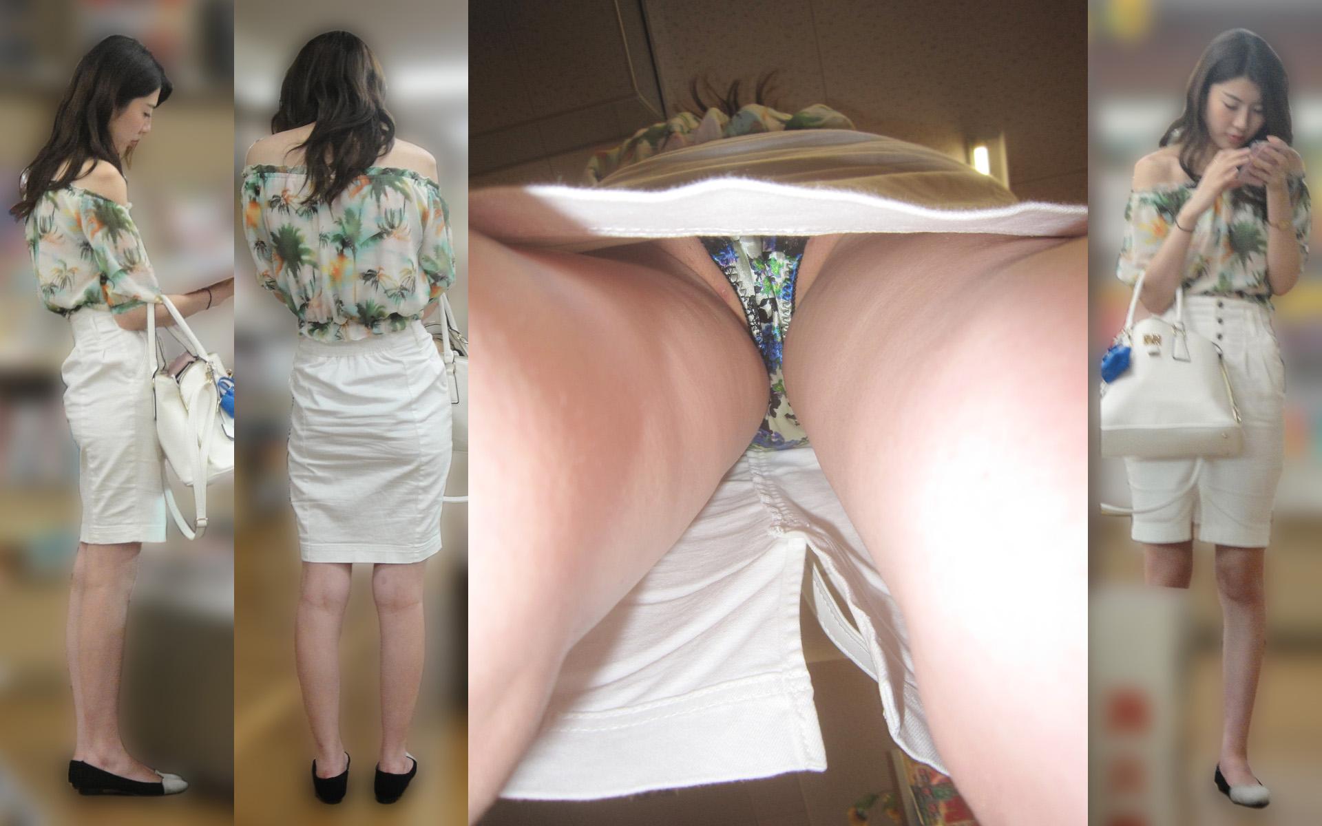 美人女性のカラフル柄の下着がエロい!
