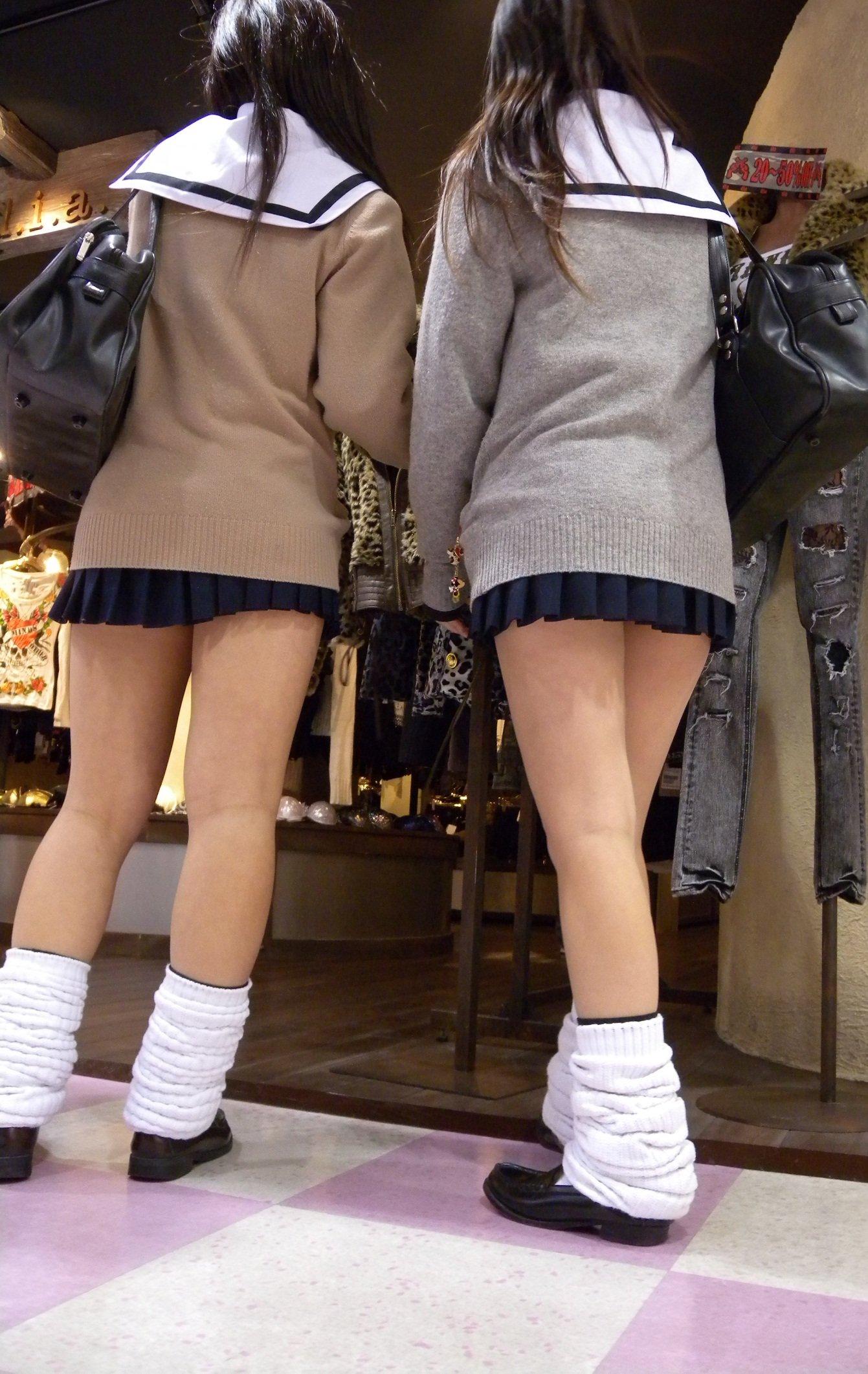 二人組の美脚女子校生を発見した!