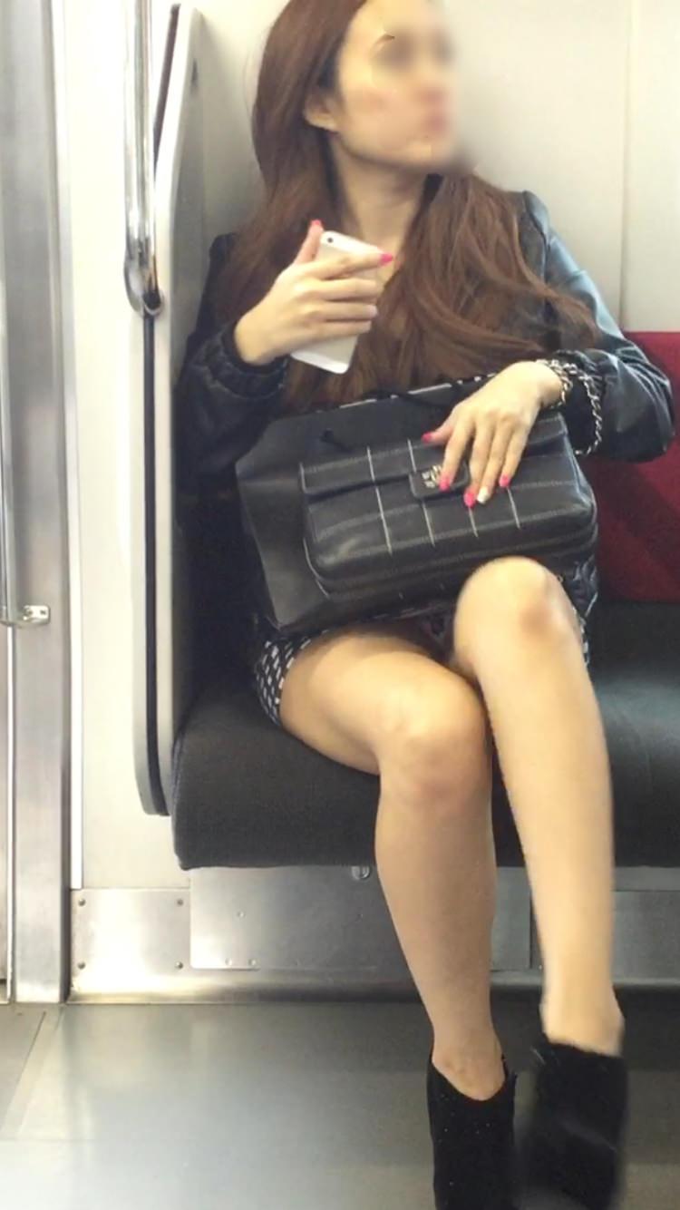 美人お姉さんのパンツ見えて嬉しい!