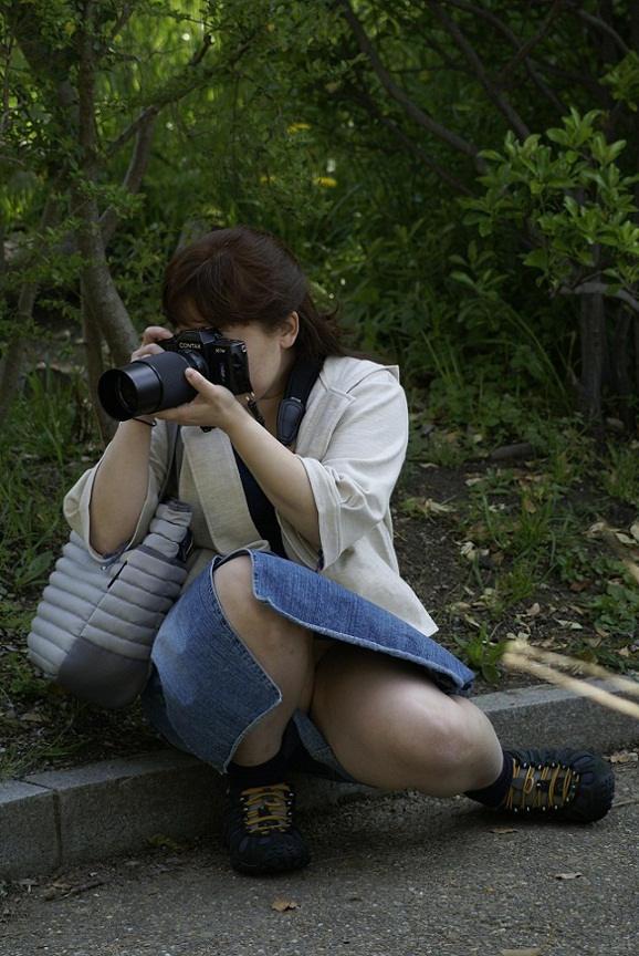 写真撮るのに夢中でパンチラ!
