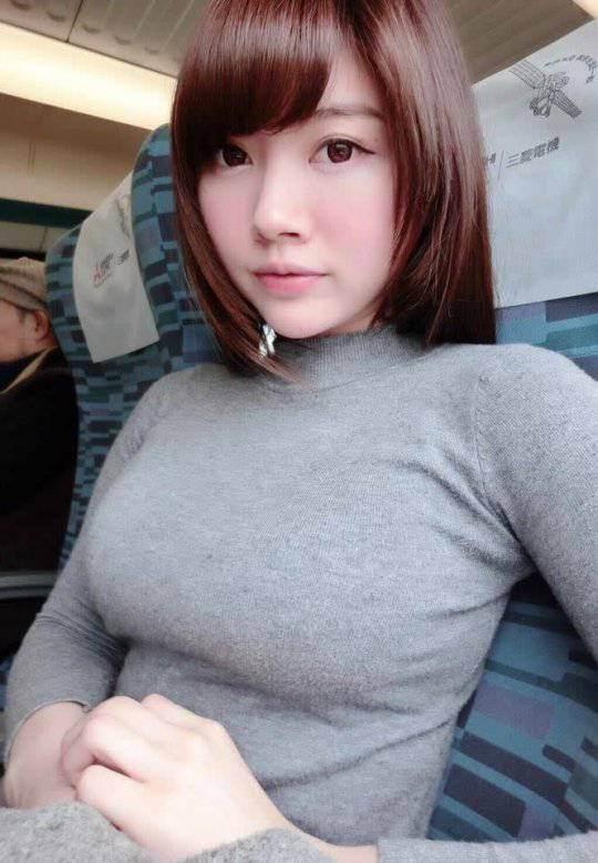 激カワ美女の胸の膨らみに釘付け!