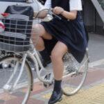 【JK街撮り盗撮エロ画像】自転車で通学する女子校生を隠し撮り…太もも丸見えで注目しちゃう!