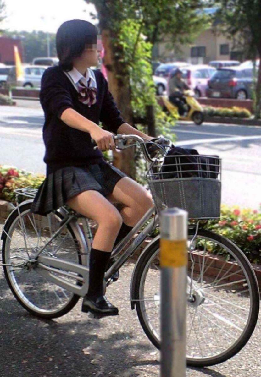 若さ溢れる女子校生の美脚が最高!