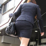 【OL街撮りエロ画像】オフィス街でOLお姉さんのプリっとしたお尻を思わず観察してしまう!