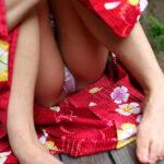 【浴衣パンチラ盗撮エロ画像】和装の色気が香る素人女子のパンツをじっくりご鑑賞しましょう!