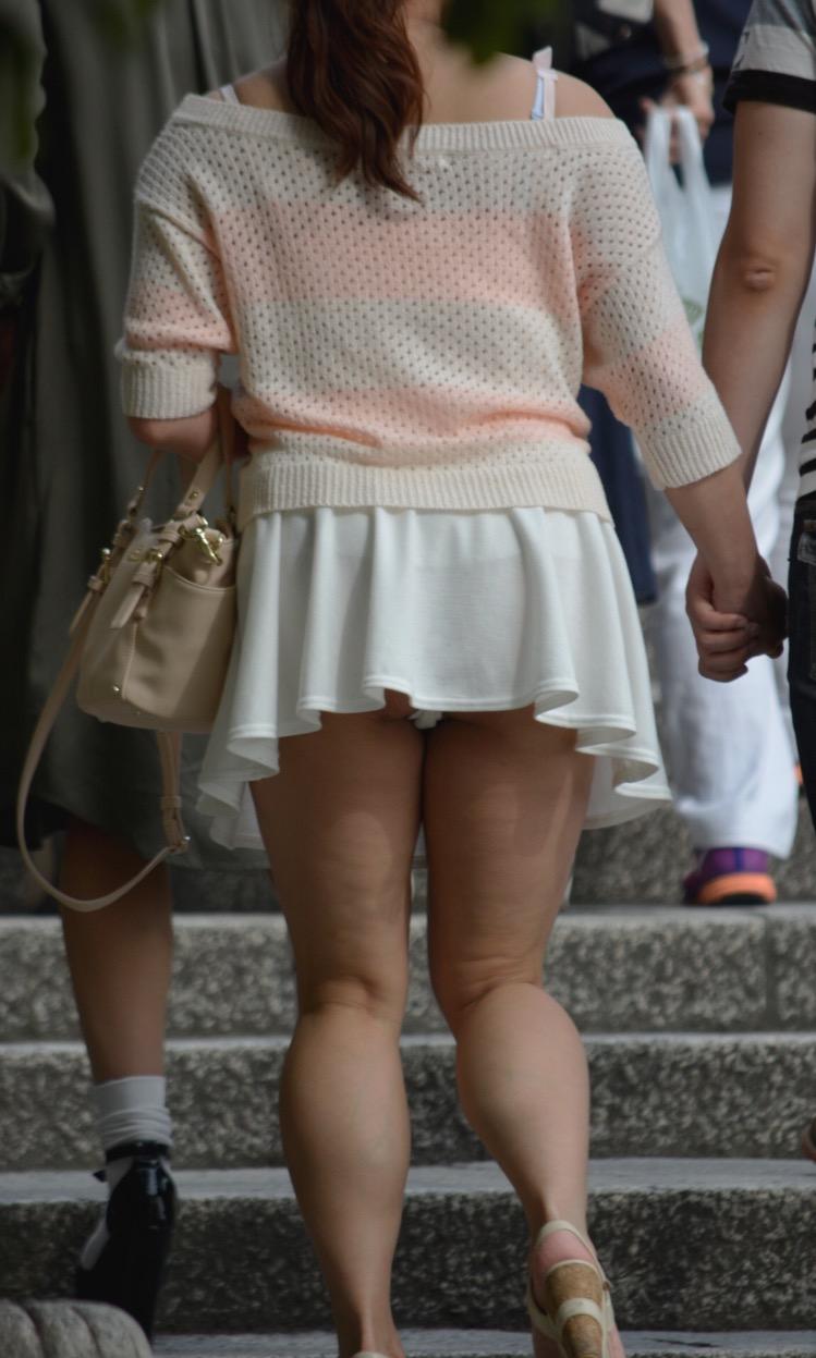 デード中の彼女のパンツを覗く!
