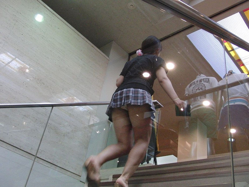 階段パンチラに悩殺されました!