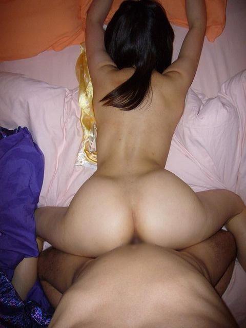 スリム体型の彼女と濃厚なセックス!