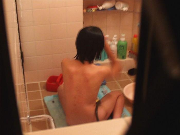 ロリっぽい女の子の素っ裸!