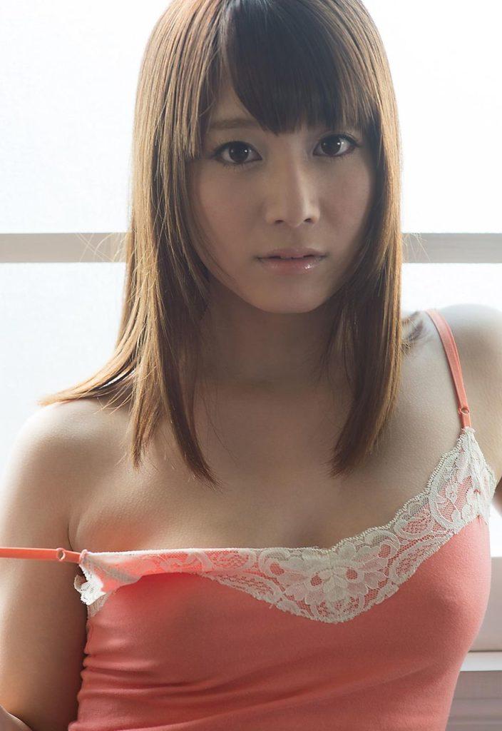 激カワ女性の乳首ポッチに興奮!