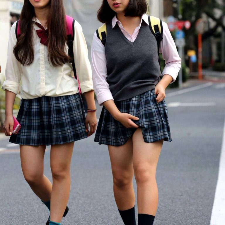 JK二人組の健康的な美脚を撮影!