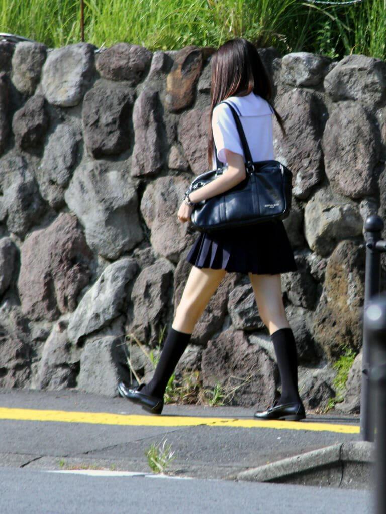 スタイル良くて足の綺麗な女子校生!