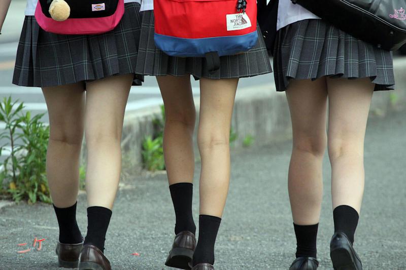 3人の女子校生の生足が堪らない!