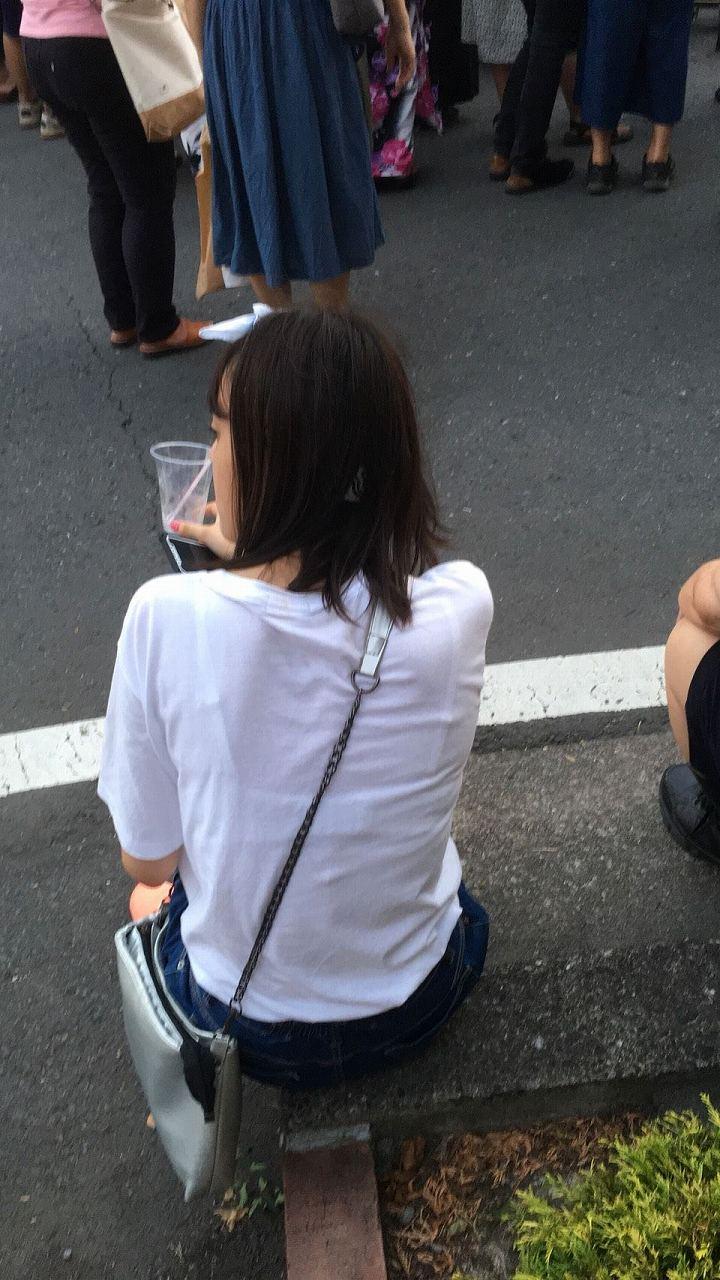 街中で可愛い女性のブラをゲット!
