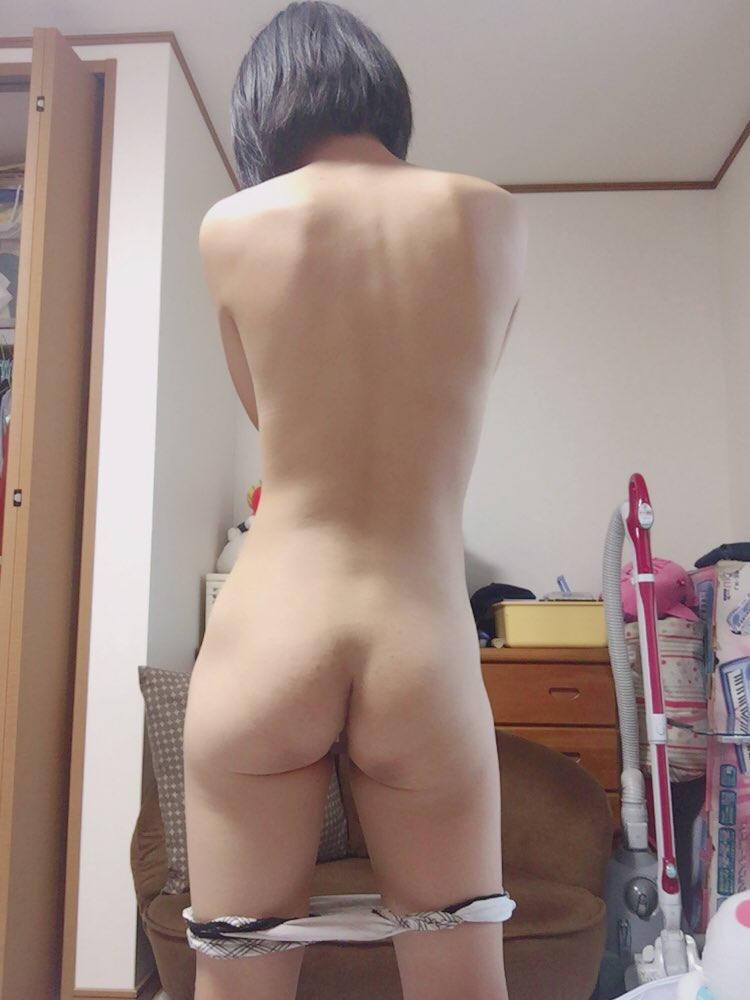 ショートカット女神のお尻自撮り!