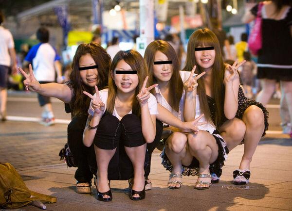 激カワギャルが街中で写真撮りパンチラ!
