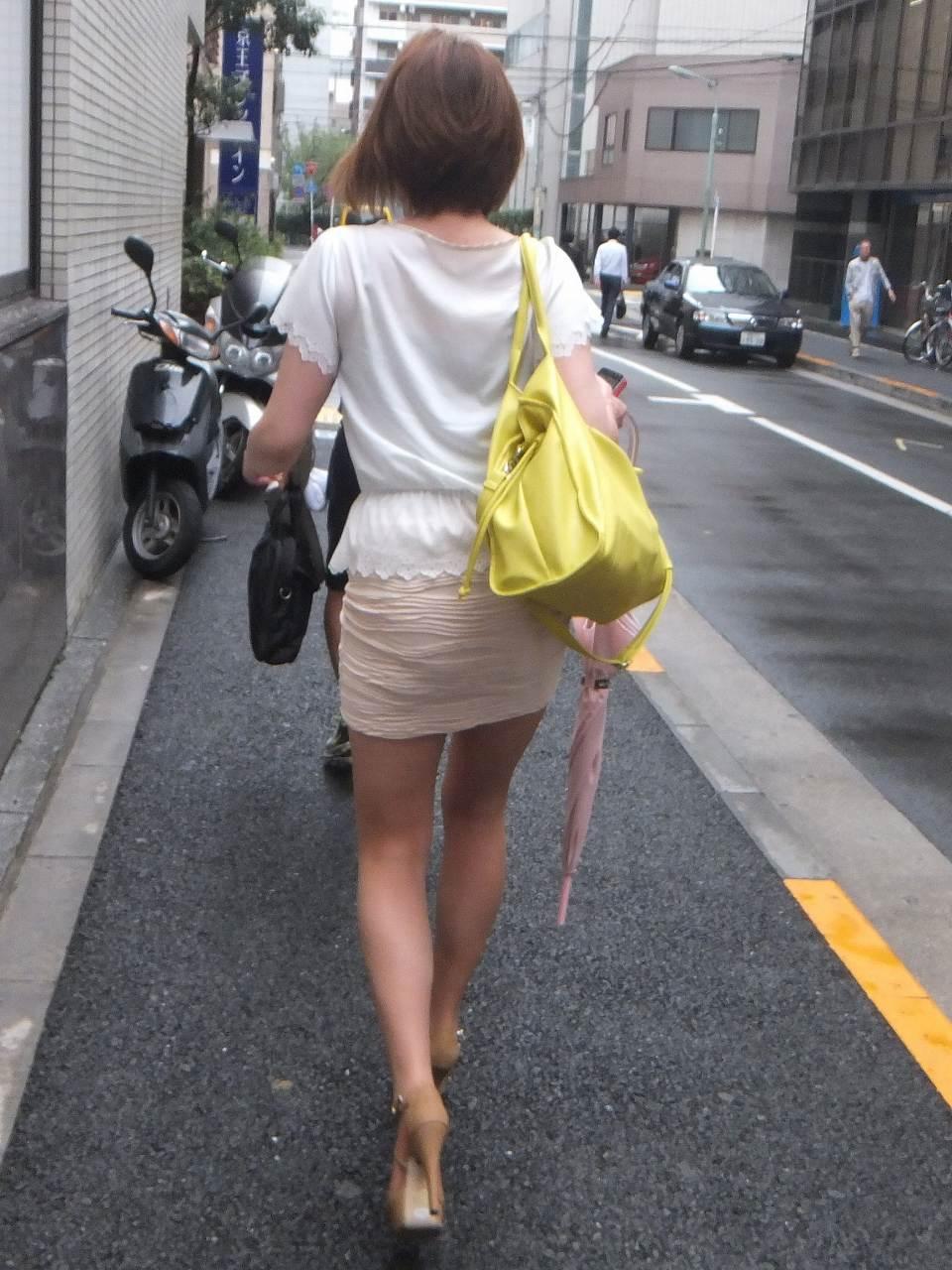 生足がセクシー過ぎて見入ってしまう!