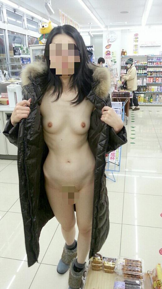 コートの下は全裸だった素人娘!