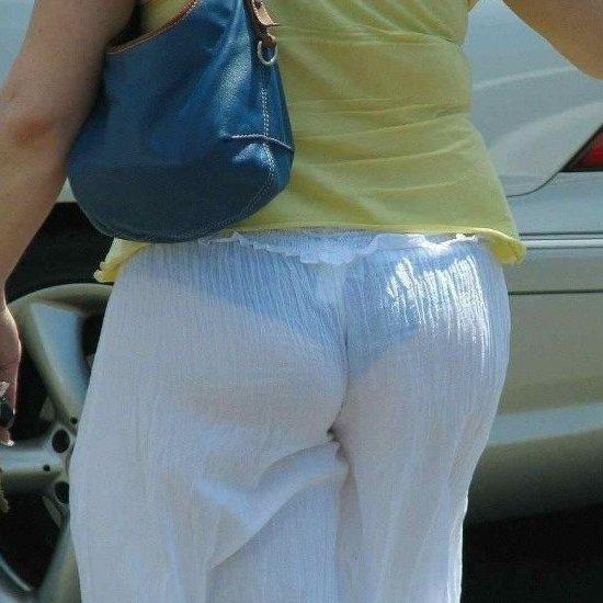 パンツがほぼ見えてる気がする!
