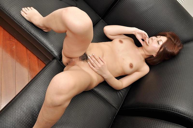 美熟女が色っぽい全裸姿で寝ている!
