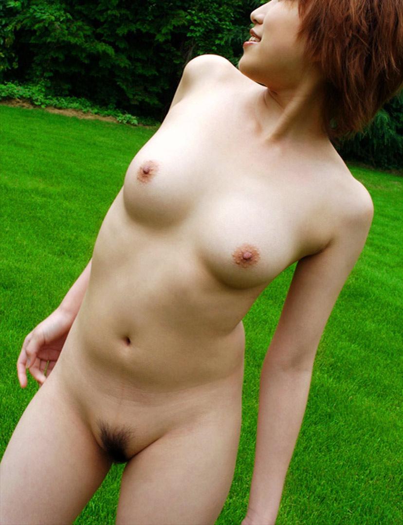 全裸で色白肌が色っぽくて堪らん!