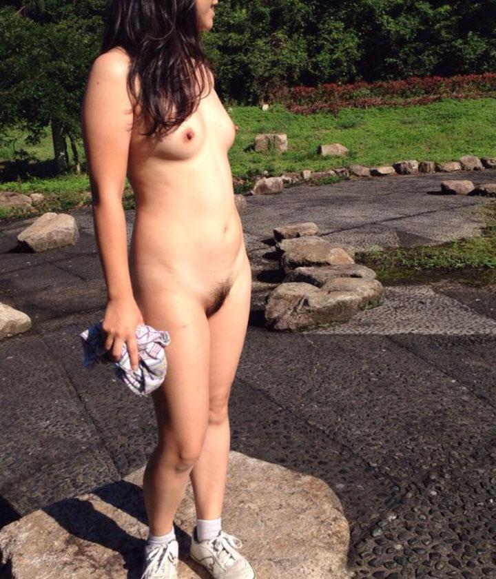 セクシーな裸体にめっちゃ見惚れるわ!