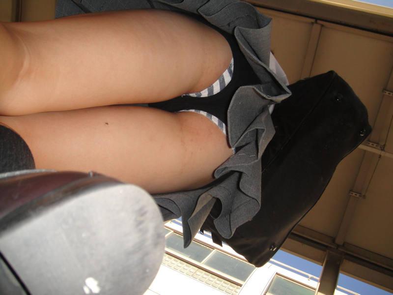 女子校生がボーダーパンツ履いてる!