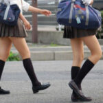 【JK美脚エロ画像】生足が綺麗だから尾行したくなる気持ちは十分理解出来るなwww
