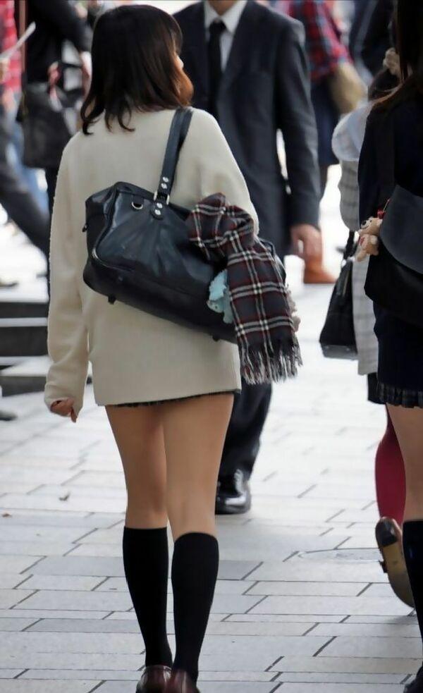 JKの形の綺麗な美脚がセクシーだよ!