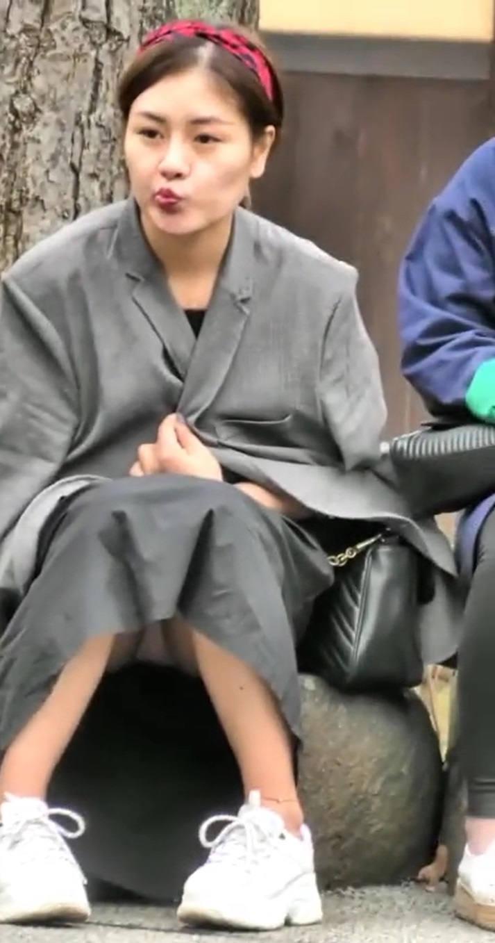 スカート丈が長くてもパンチラする!