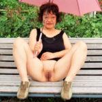 【熟女野外露出エロ画像】性癖がドスケベ過ぎる筋金入りの変態人妻…見苦しい体系でも興奮しちゃう!